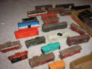 LARGE LOT HO SCALE LIONEL TYCO WOOD BOTTOM TRAIN CARS