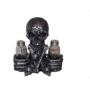 Skeleton Skull Salt and Pepper Shaker Set Scary: Kitchen