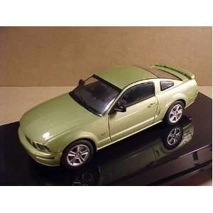 AutoArt 2005 Ford Mustang GT Show Car Legend Lime Green Toys & Games