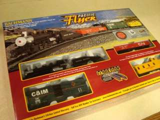 PACIFIC FLYER Complete Ready to Run HO Scale TRAIN SET   NEW!