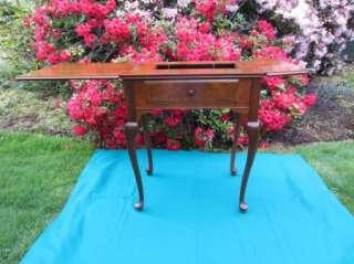 Vintage SINGER Queen Anne Sewing Machine CABINET Queen Anne