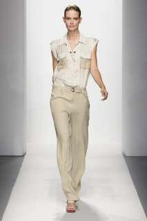 style details jumpsuit color crema con top in raso di seta e pantaloni